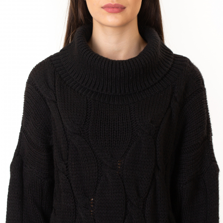 Pulover tricotat cu guler1