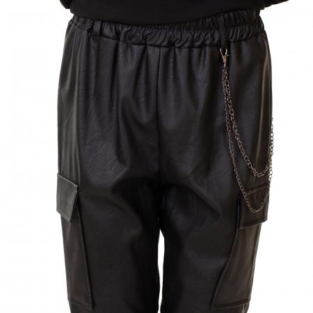 Pantalon piele ecologica cu lant1