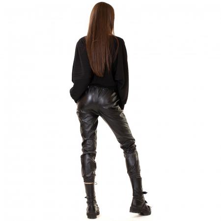 Pantalon din piele ecologica cu buzunare [4]
