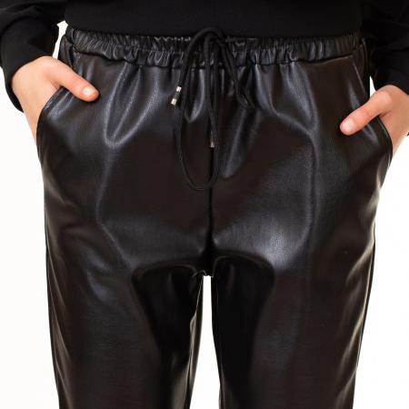 Pantalon din piele ecologica cu buzunare [0]