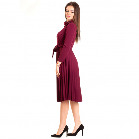 Rochie plisata cu  cordon si nasturi maro pe  guler1