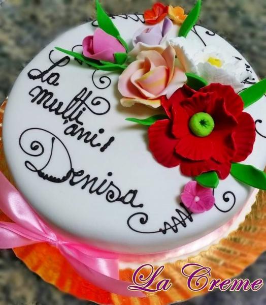 Tort alb cu flori model 1 0