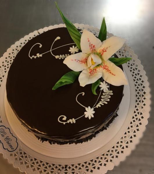 Tort in ciocolata neagra cu flori model 3 [0]
