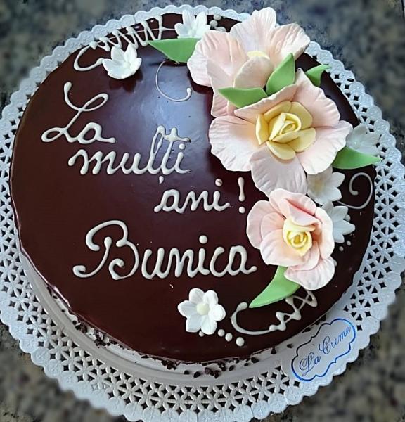Tort in ciocolata neagra cu flori model 1 0