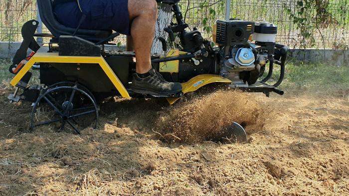 Mini tractor ProGARDEN Campo 1856-4WD, 4x4, 18 CP, benzina, 4+1 viteze [5]