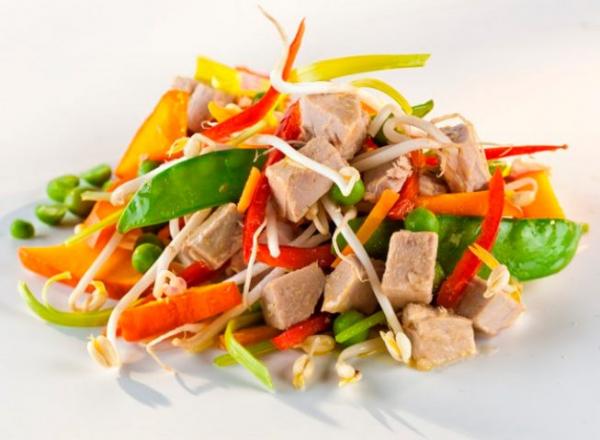 Salata de ton Asia cu legume bio si ulei de floarea soarelui presat la rece, 200g Fontaine [1]