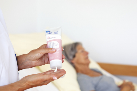 MoliCare Skin, crema protectie 200 ml, sprijina refacerea pielii iritate [1]
