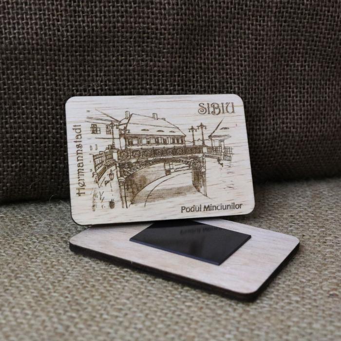 """Magnet de frigider din lemn suvenir, gravat, """"Podul Minciunilor"""" Sibiu, desen realizat manualMagnet de frigider din lemn suvenir, gravat, """"Podul Minciunilor"""" Sibiu, desen realizat manual [1]"""