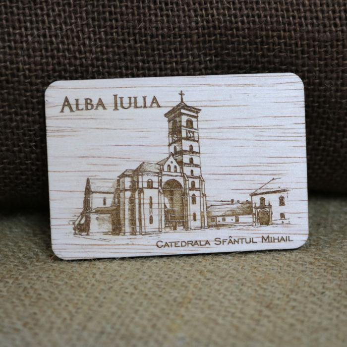 Magnet de frigider suvenir, din lemn, Catedrala catolica Sfantul Mihail Alba Iulia, desen realizat manual [0]