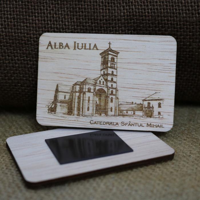 Magnet de frigider suvenir, din lemn, Catedrala catolica Sfantul Mihail Alba Iulia, desen realizat manual [1]