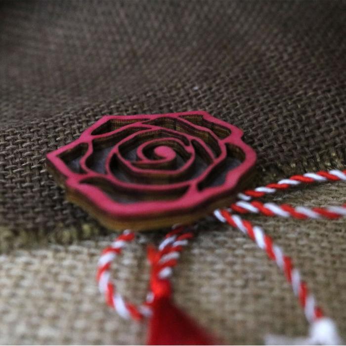 Martisor - brosa din lemn, Trandafir, rosu [1]