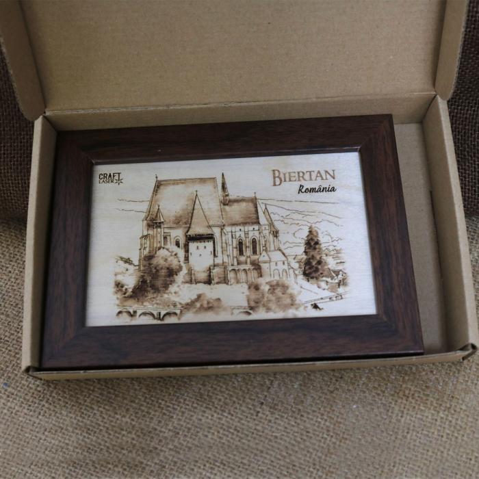 Tablou suvenir Gravat Biserica Fortificata Biertan, dimensiune 10/15, rama inclusa [3]