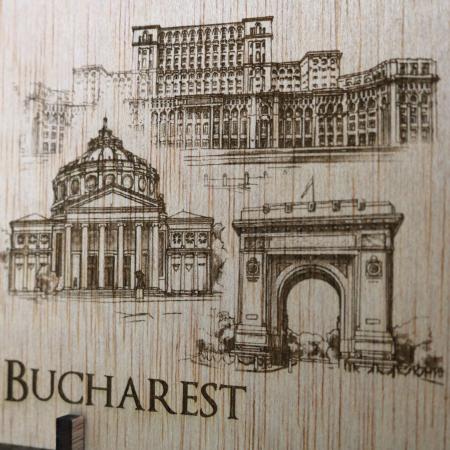 Carte Postala suvenir, din lemn, Gravata, Visit Bucuresti [1]