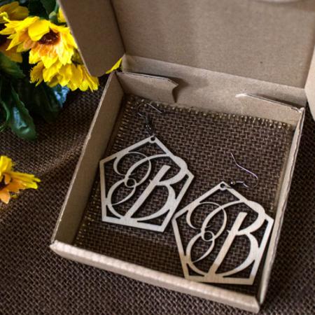 Cercei personalizati cu monograma, din lemn de esenta tare0