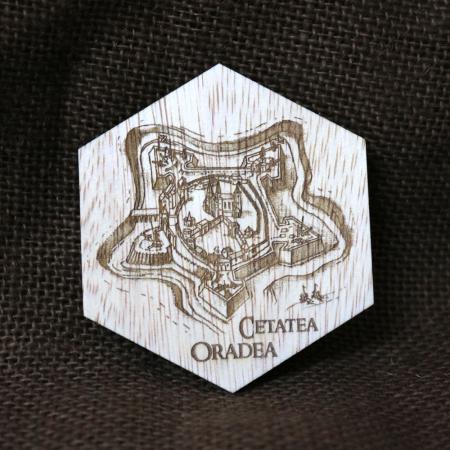 Magnet De Frigider Hexagonal, Gravat Cetatea Din Oradea, desen realizat manual0