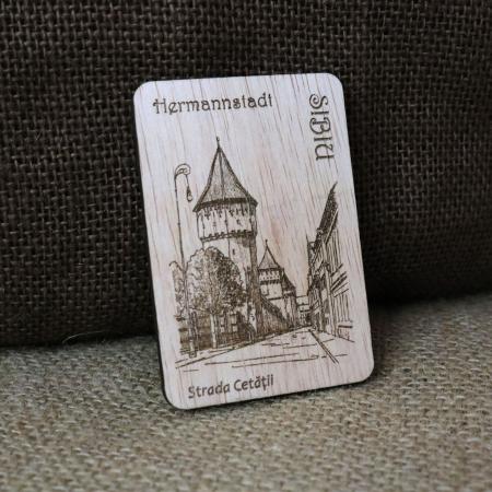 "Magnet de frigider suvenir, din lemn, gravat ""Strada Cetatii"" Sibiu, desen realizat manual [0]"