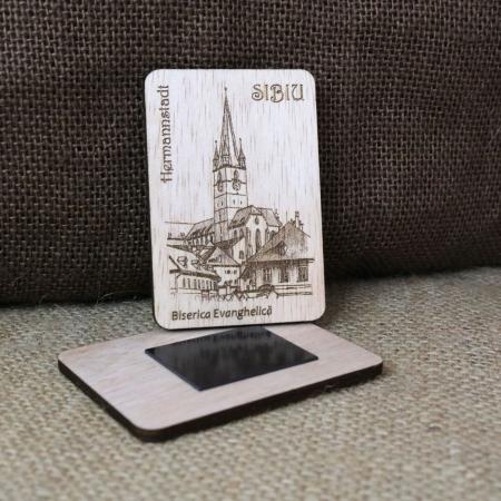 "Magnet de frigider suvenir gravat ""Biserica Evanghelica"" Sibiu, desen realizat manual [1]"