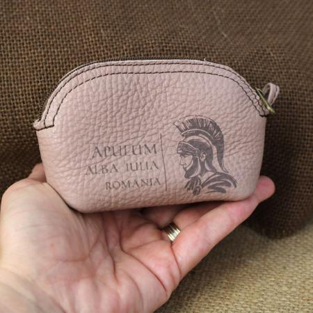 Mini portofel suvenir din piele, gravat Soldatul Roman, Cetatea Alba Carolina - Alba Iulia (culoare: roz pudra) [2]