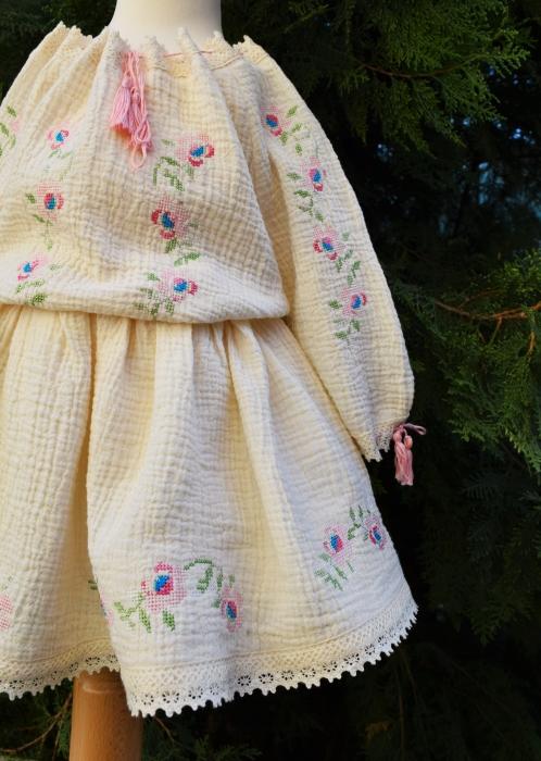 Costumas Trandafiri Jucausi [3]