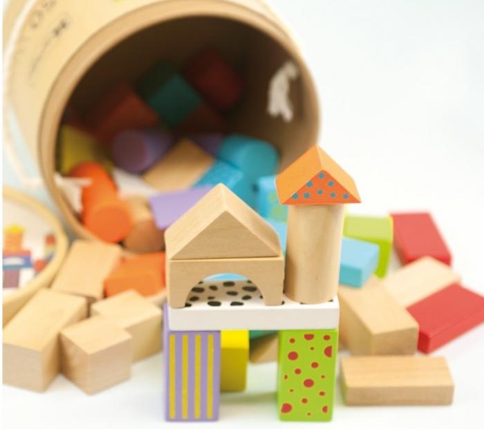 50 cuburi colorate din lemn in galetusa [1]