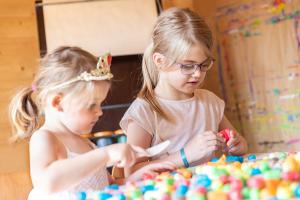 Pufuleti PlayMais® BASIC MEDIUM, Set de activitati creative1
