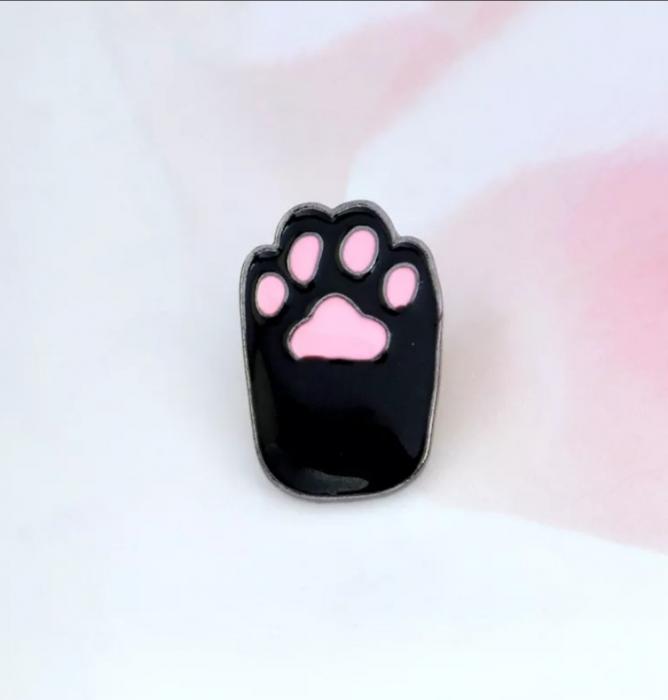 Insigna Black Cat Paw 1