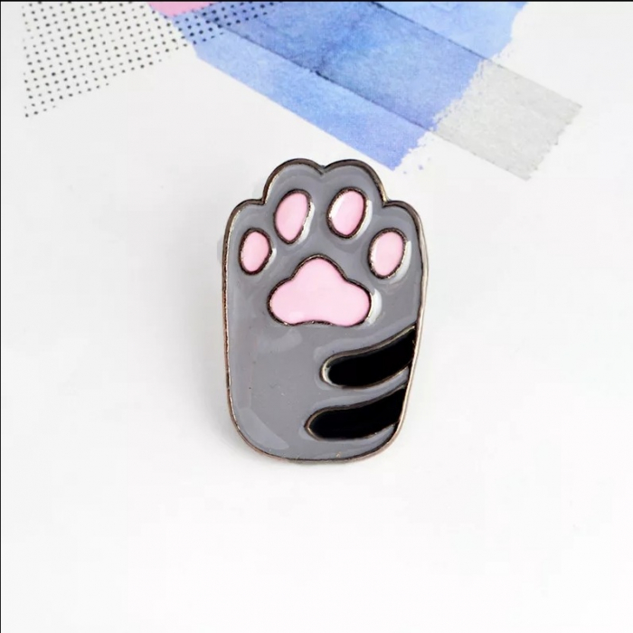 Insigna Grey Cat Paw 1