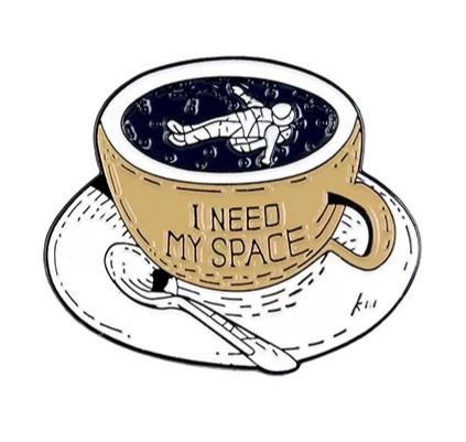 Insigna I Need My Space 0