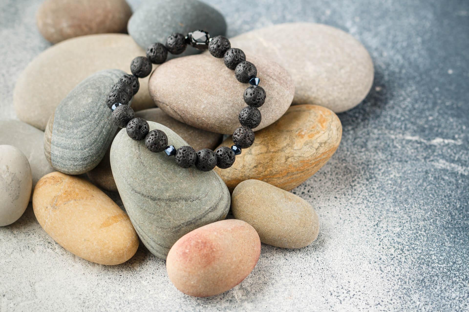 Bijuteriile cu roca vulcanica – Proprietati si beneficii