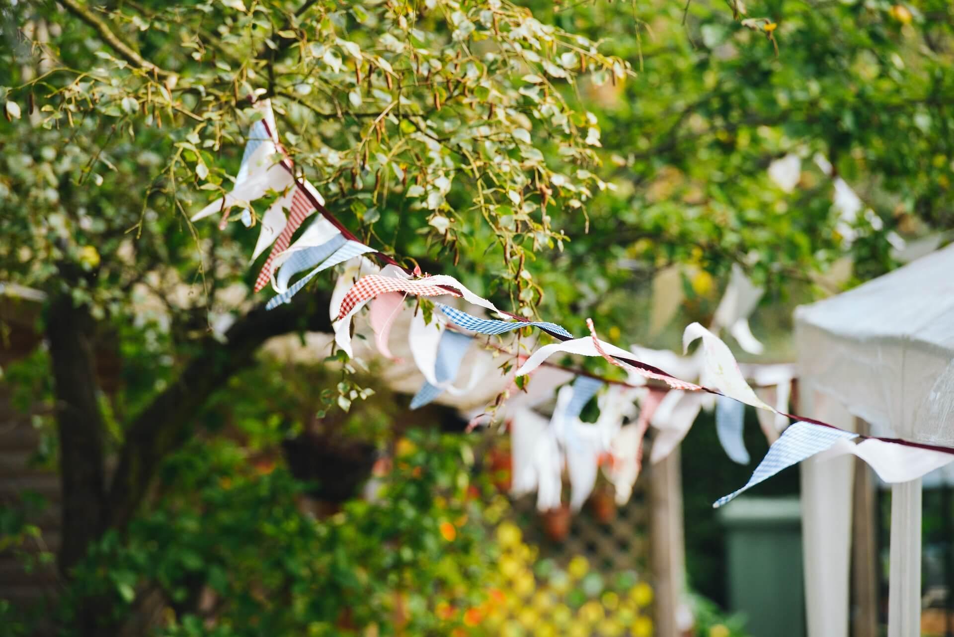 Ce bijuterii sa porti la un eveniment de tip garden party?