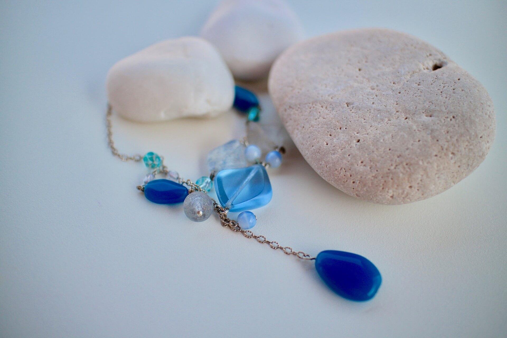 Pietre semipretioase de culoare albastra – Lapis lazuli, topaz, turcoaz, sodalit