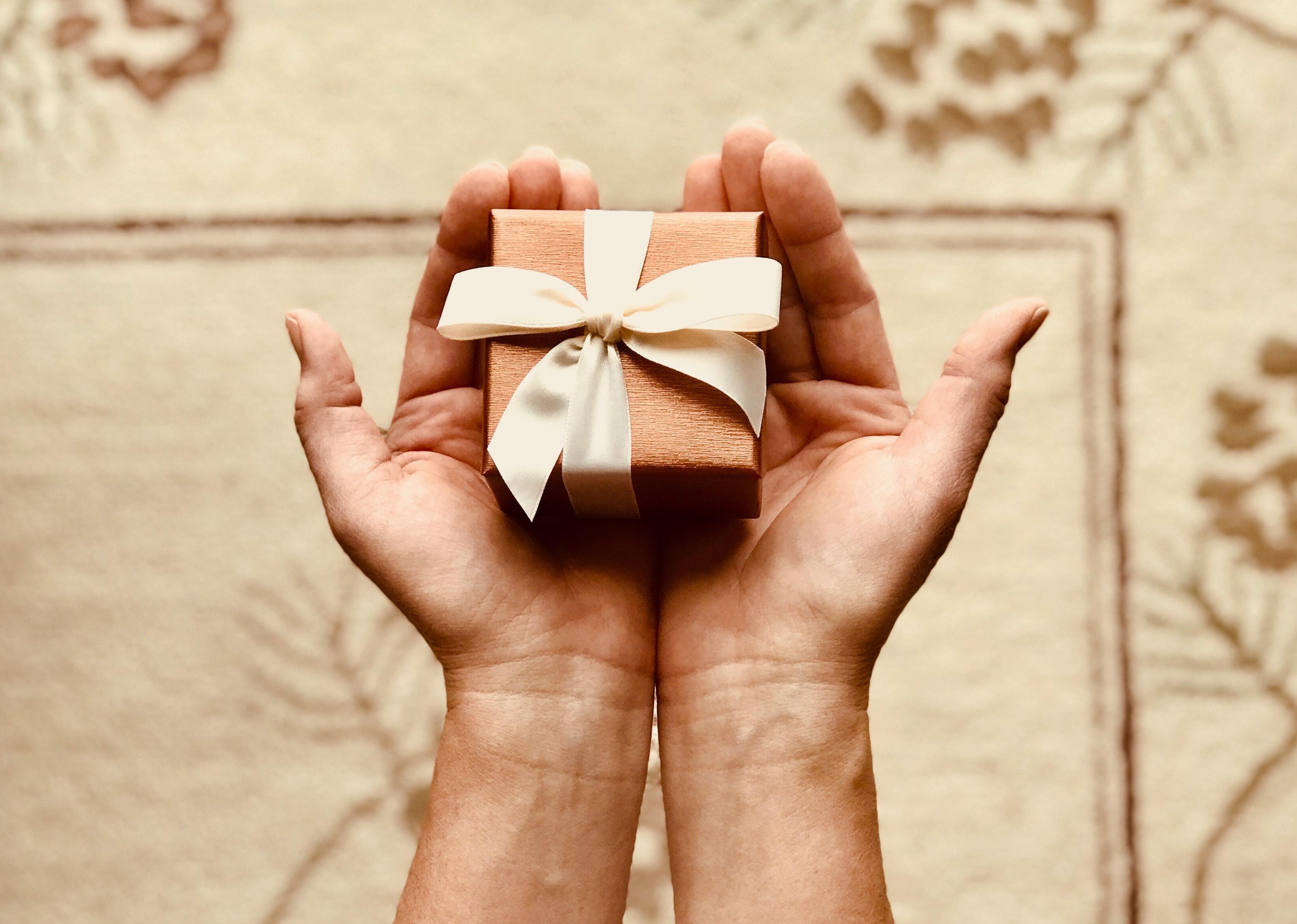 5 lucruri de care să ții cont atunci când îi faci un cadou unui bărbat