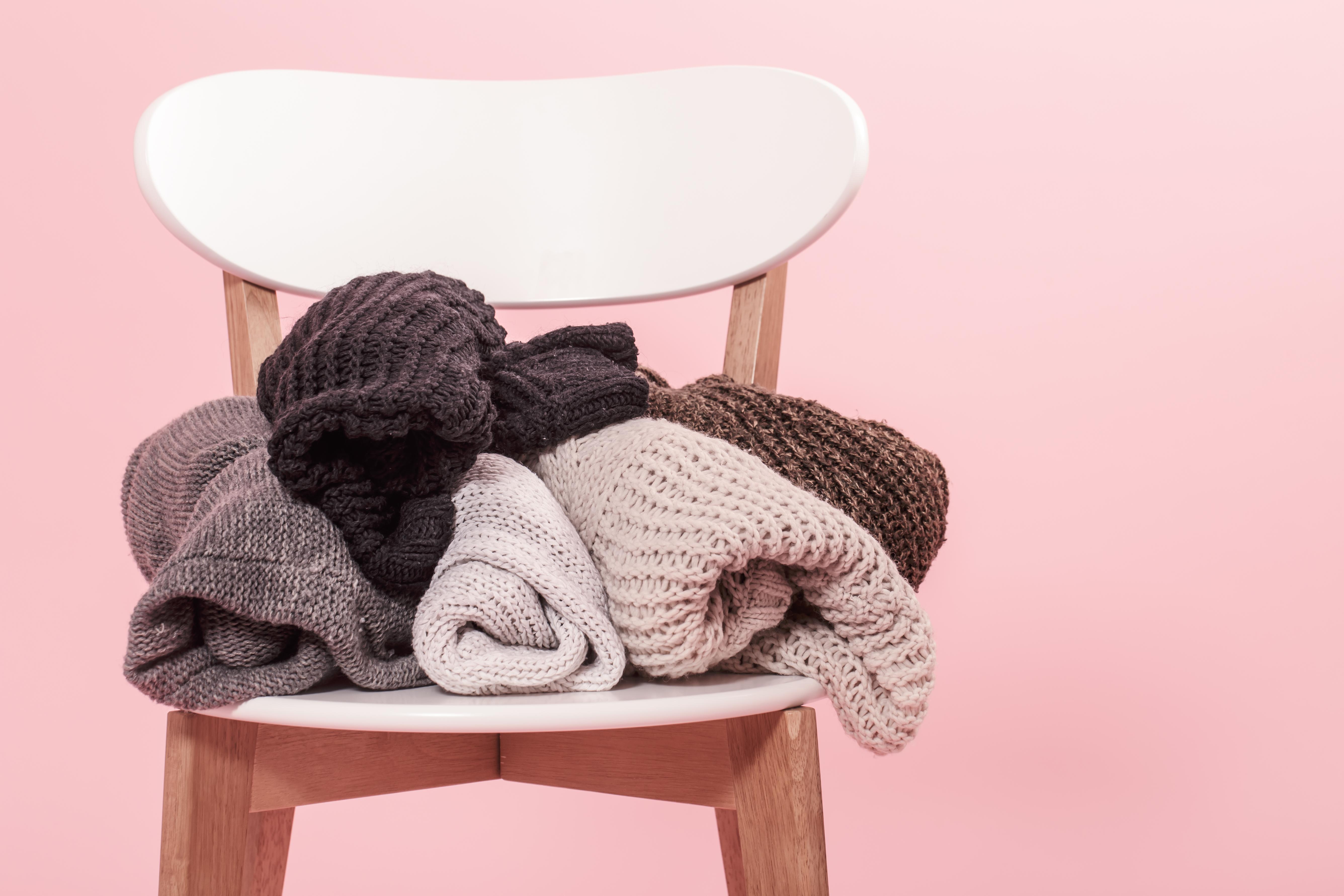 5 trucuri de care să ții cont atunci când vrei să ai grijă de puloverele din garderoba ta