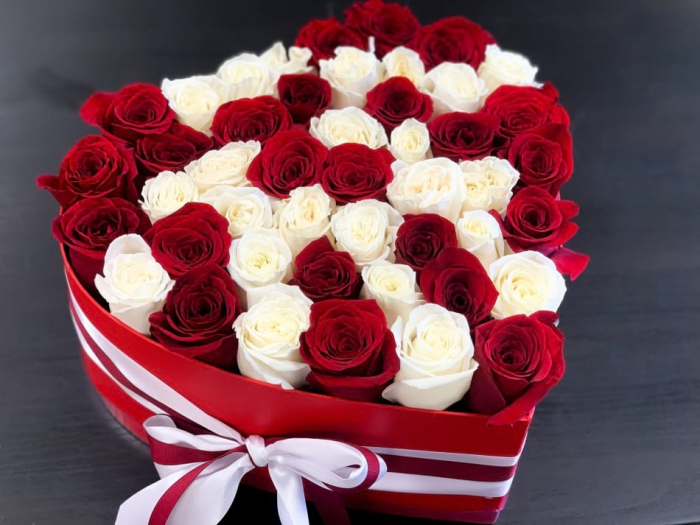 Inima 51 trandafiri albi si rosii [0]