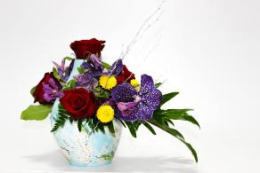 Aranjament floral in vas ceramic pictat 0
