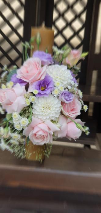 Lumanre botez Iasi din trandafiri hortensie si eustoma 1