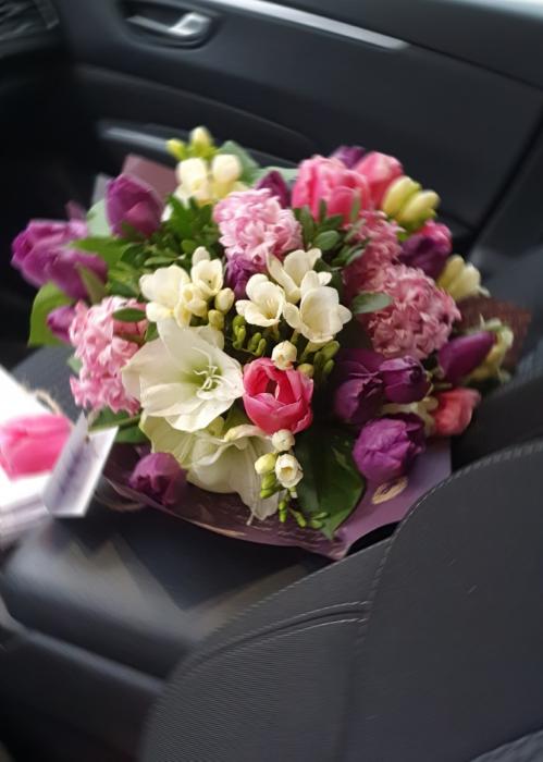 Buchet flori de primavara 0