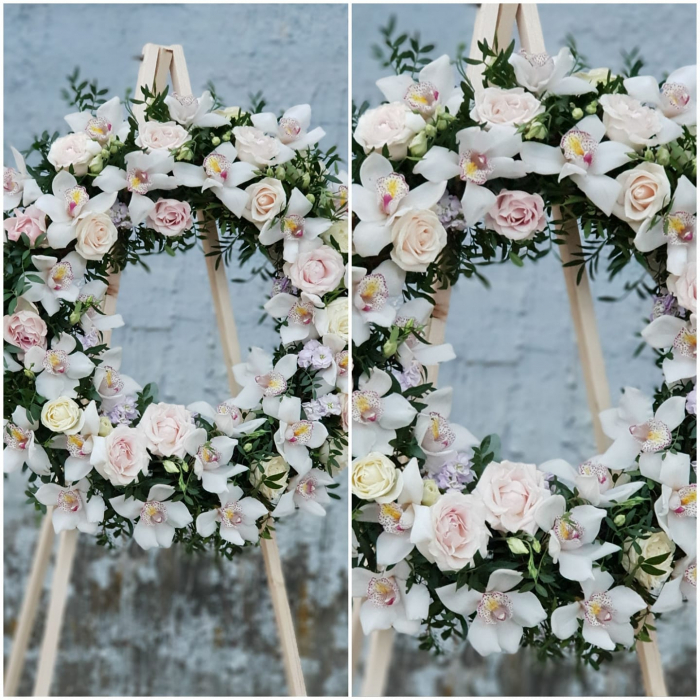 Coroana funerara rotunda compusa din trandafiri si orhidee 0