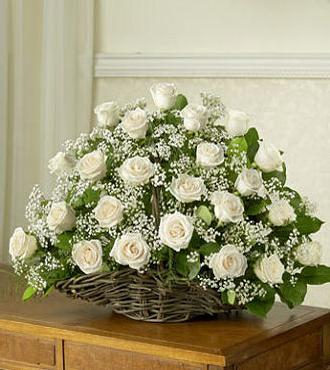 Cos cu trandafiri albi 0