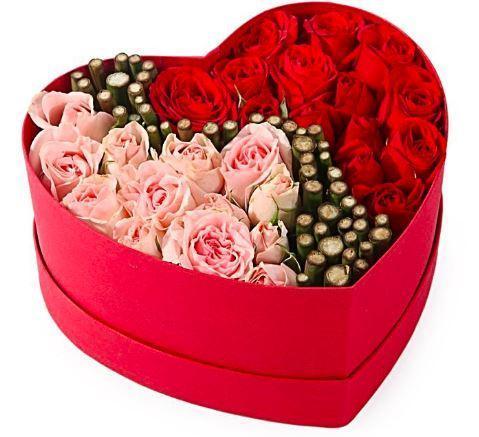 Cutie cu 25 trandafiri roz si rosii inima trandafiri 0