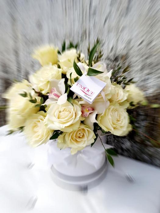 Cutie trandafiri si orhidee 0