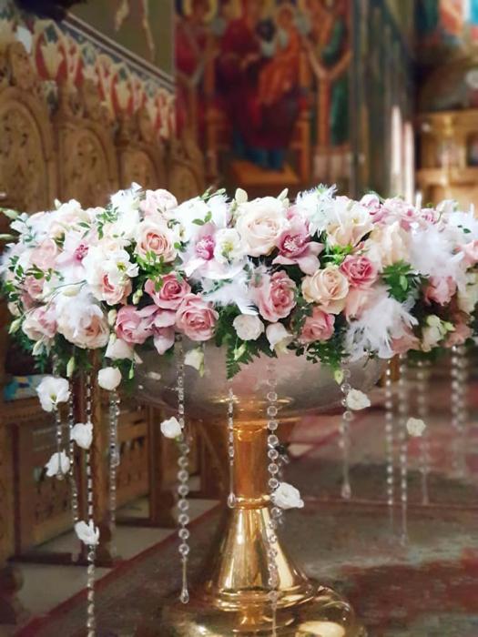 Decor cristelnita cu pene, cristale si flori 5