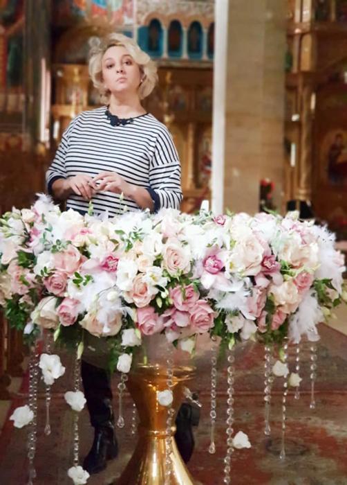 Decor cristelnita cu pene, cristale si flori 3