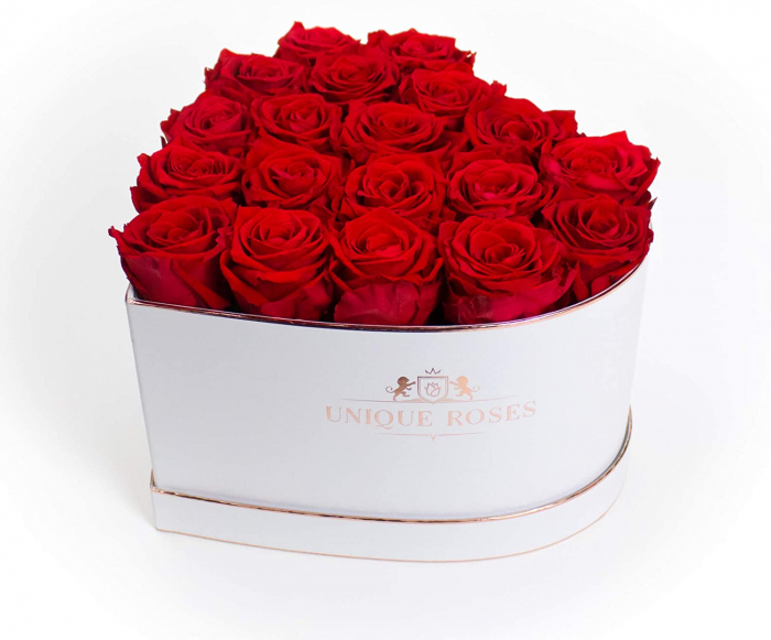 cutie cu 19 trandafiri rosii 2