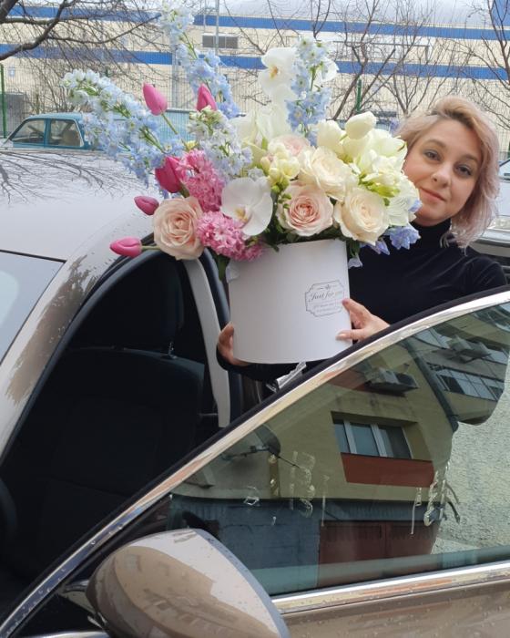 Cutie flori pastel 1 8 Martie 8