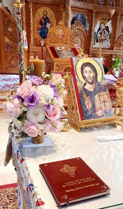 Lumanre botez Iasi din trandafiri hortensie si eustoma 2