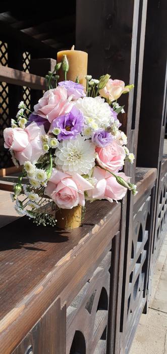Lumanre botez Iasi din trandafiri hortensie si eustoma 3