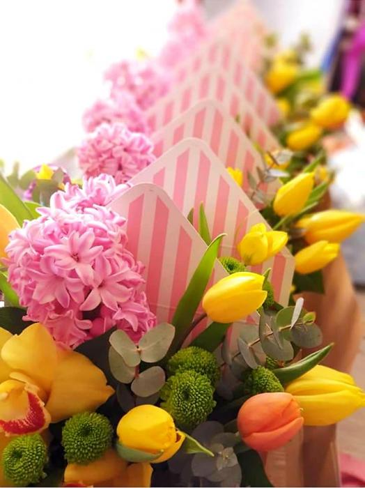 Plic cu flori 8 Martie 2