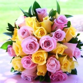 Buchet din trandafiri multicolori 0