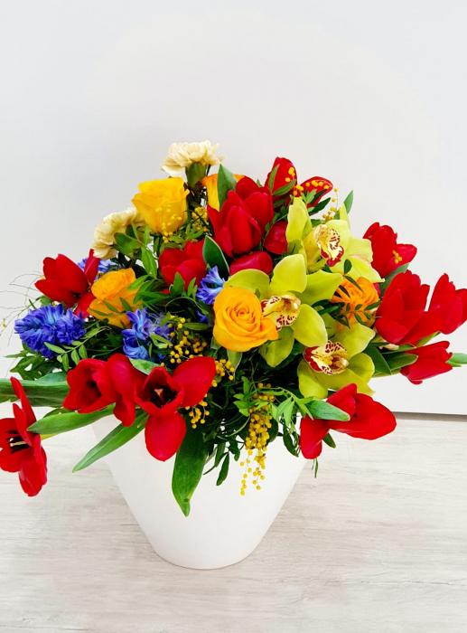Vaza cu flori de primavara - Florarie Iasi 0